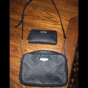 Used Michael Kors purse and wallet set